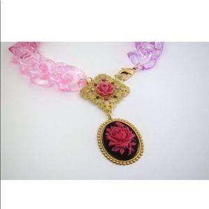 ✨🌟✨Cosmik Souls Rose Cameo and Lucite Neckpiece